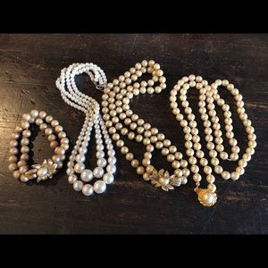 Lot of Vintage faux pearl necklaces/bracelet